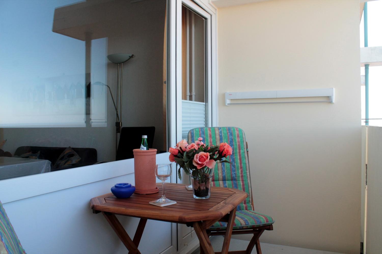 sch ne ferienwohnung mit meerblick auf die ostsee und. Black Bedroom Furniture Sets. Home Design Ideas